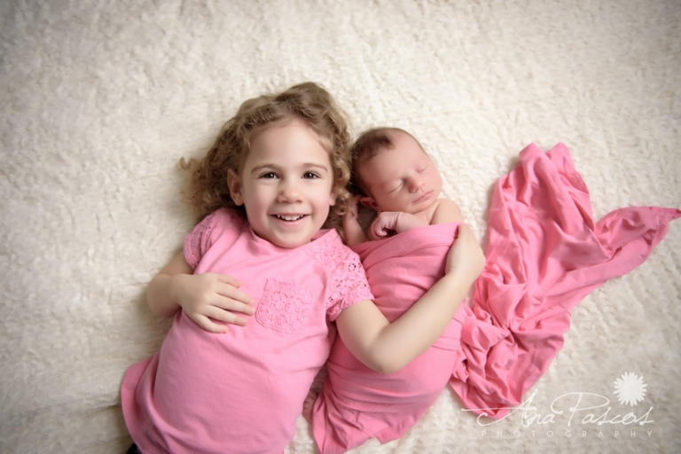 Newborn-with-sibling-portrait-pink-wrap-toronto-photographer